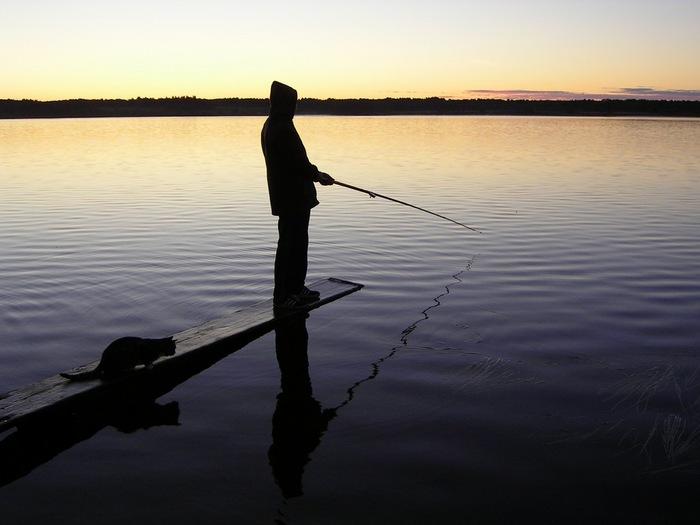 рисунок рыбак со спины