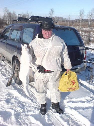 Отец со своим первым зайцем в сезоне...