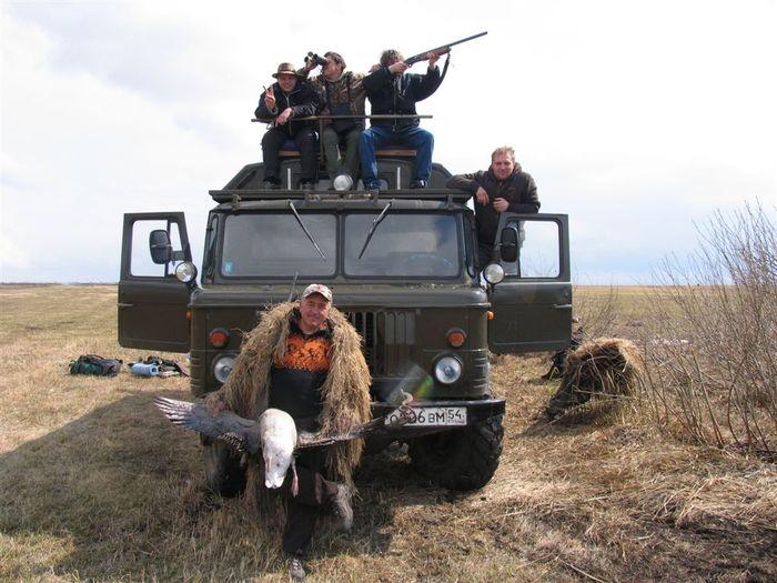 Идеальный транспорт для настоящих охотниковГАЗ 66 во всей красе. Каргат 01.05.2008