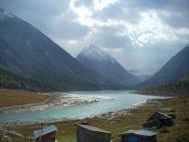 Алтай. Аккемское озеро. На горизонте Белуха. Жаль, рыбы здесь нет...