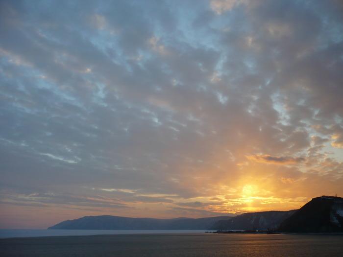 закат в истоке Ангары  с лева Байкал