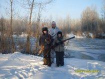 С племянниками на охоте за зайцами.
