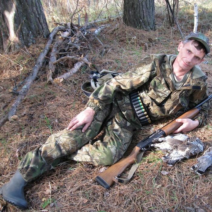 охотник на привале.
