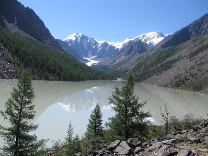 озеро Маашей (вдали виден одноименный ледник)