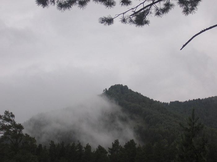 Облака в горах.