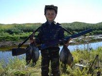 мой сын с трофеями ( правда пока не со своими )