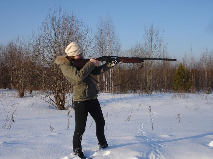Дочь учится стрелять_01
