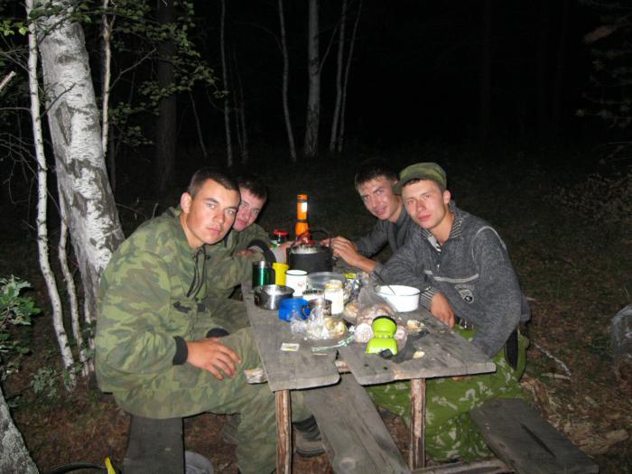 совместный выезд в компании друзей))