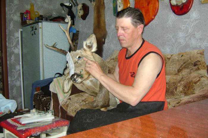 Работаю с трофейной головой косули...Заказ. Осень 2011г.