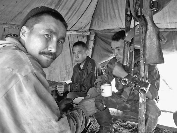 В палатке охотника