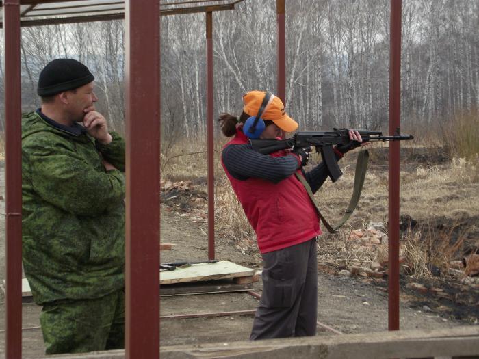 Стреляла одиночными)))