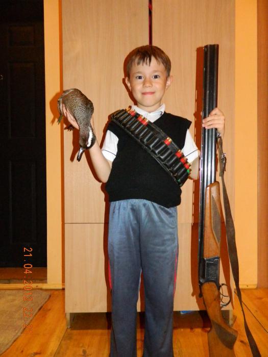 Сынок с трофеем.