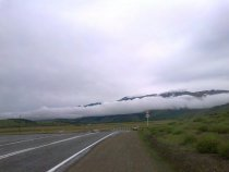 Облако зацепилось за гору