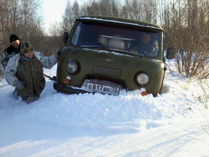 намело снега, местами копали )))