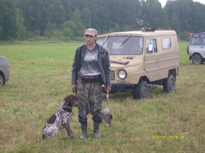 собака и мужи с уткой