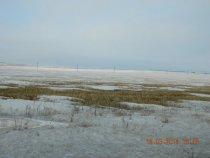 На полях уже снег сошел.