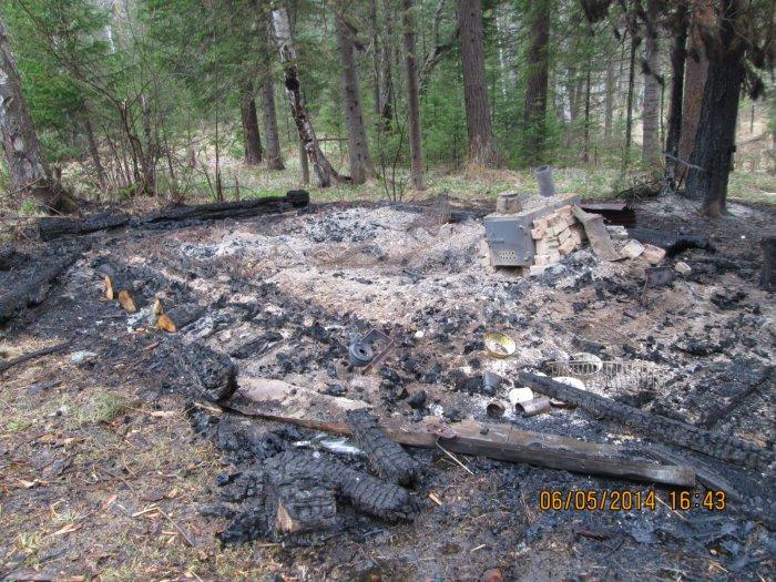 Сожгли нашу избу в тайге.