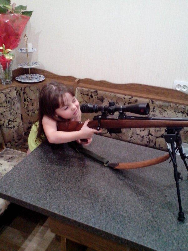 Папа, дай стрельнуть)))