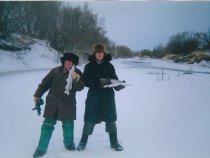 С дедом на рыбалке, на реке Тартас.