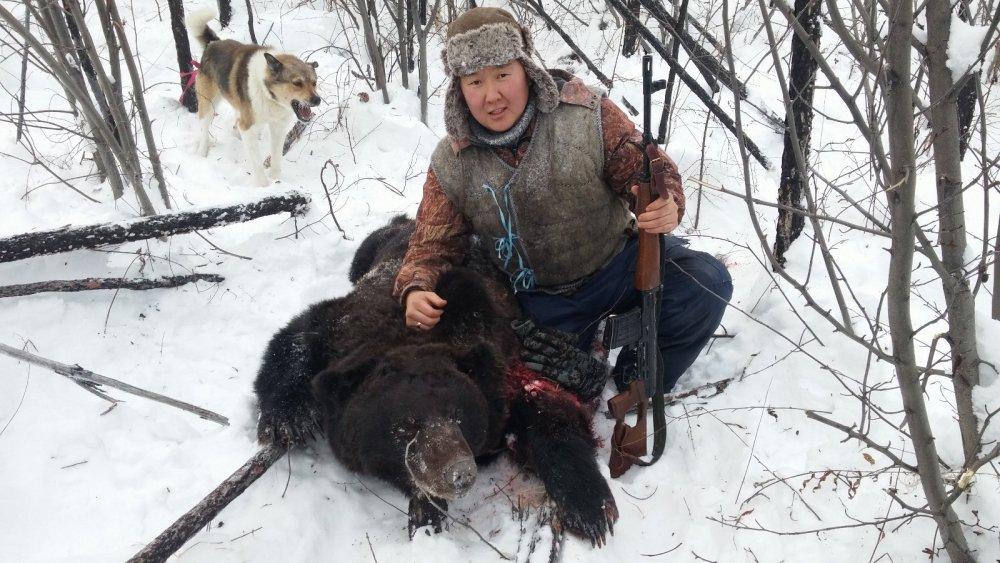 Друг добыл первого медведя