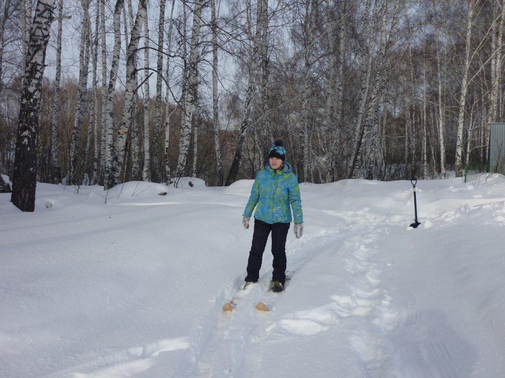 Жинка лыжню топчит)))