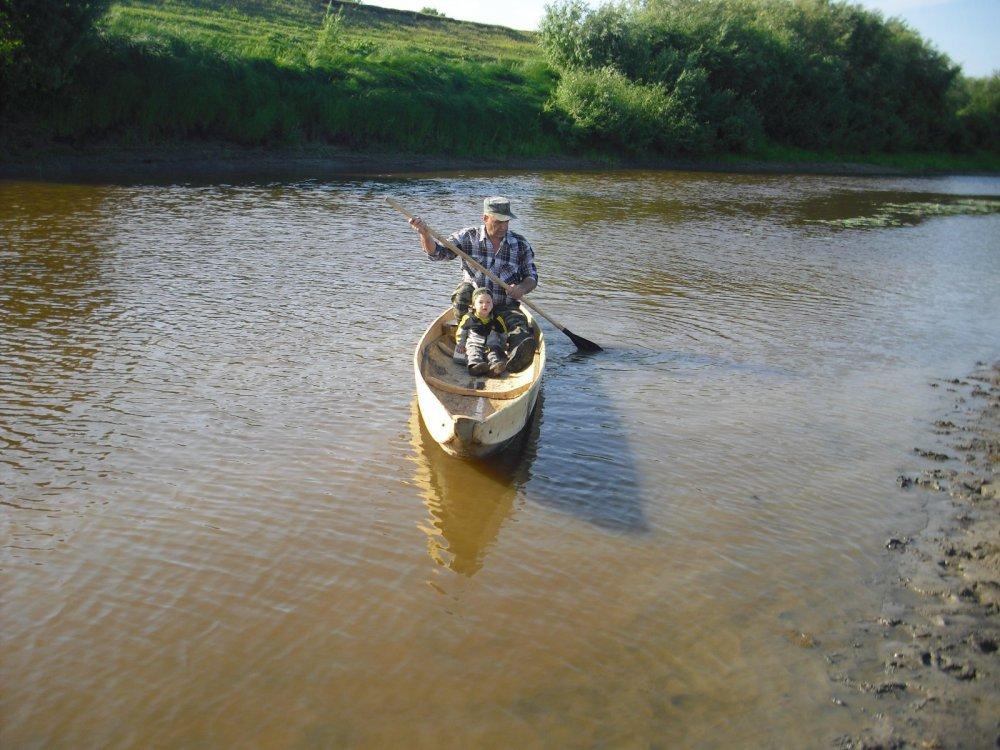 Новая лодка-долбленка. Проверка водой.