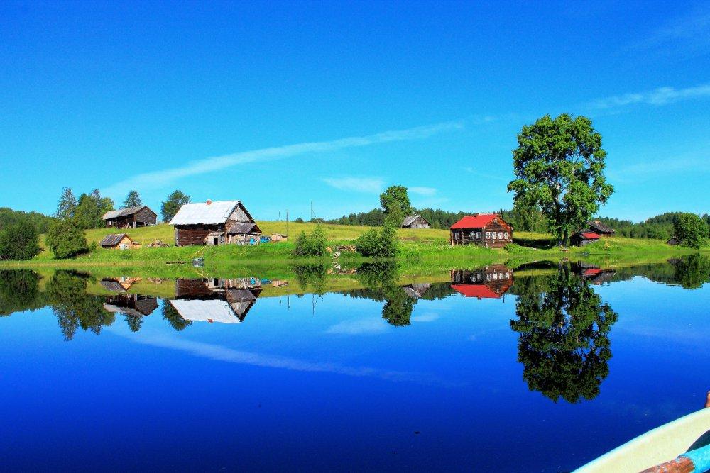 Домики у озера.