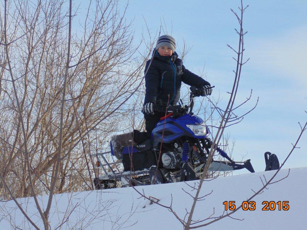 юный снегоходчик