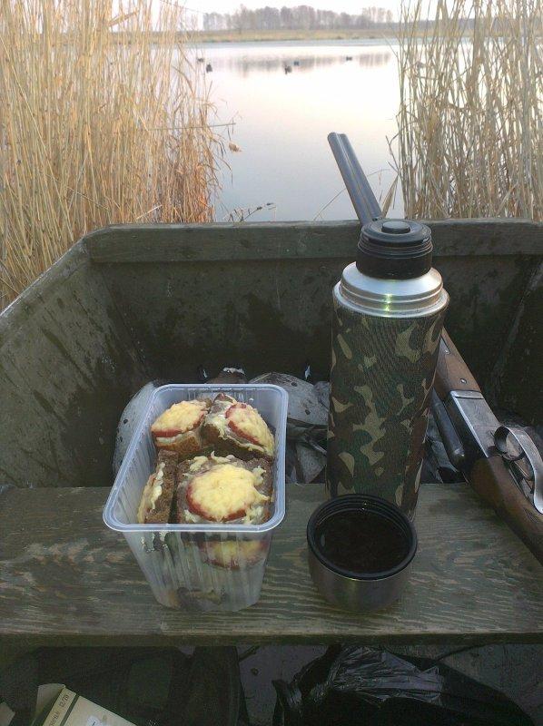 Завтрак в лодке!