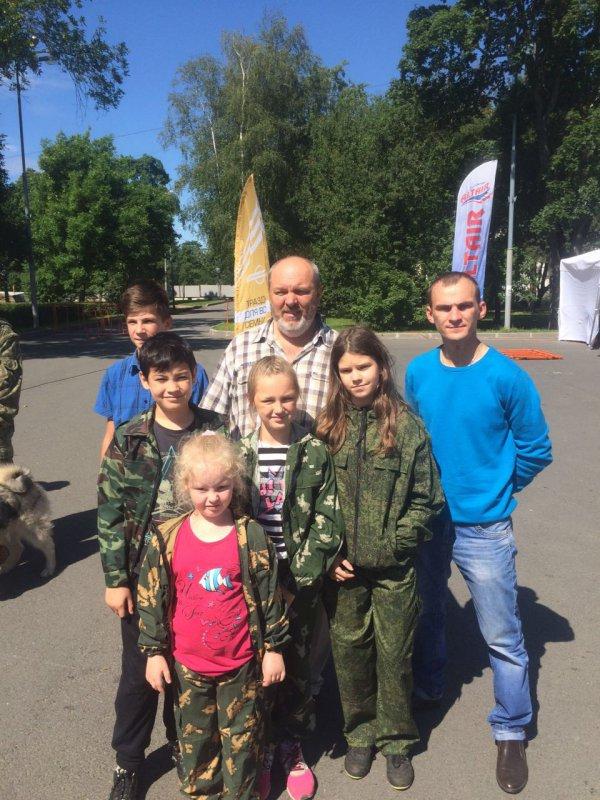 Рысь и всем известный ведущий канала Охртник и рыболов с детьми .