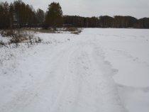 Снегу вот столько местами!