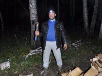 На конкурс. Братан ночью охотится на дрова!