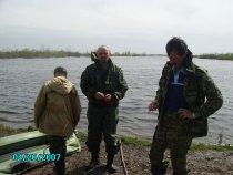 запрегли самого младшего надувать лодку))
