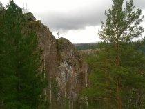 Скала у реки