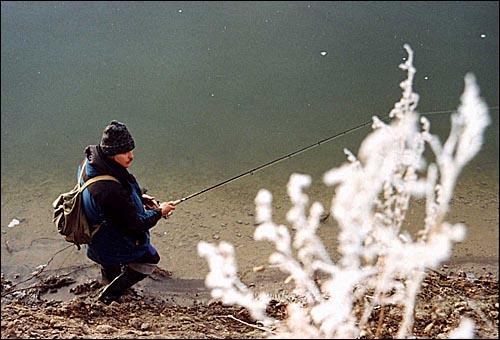 Ловись рыбка мала и велика. (Вятский камешек.Ноябрь-2002)