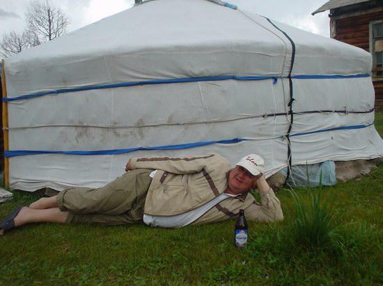 Монгольский арат на отдыхе.