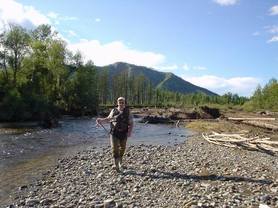 В маленьких ручьях тоже есть большие рыбы. Много.