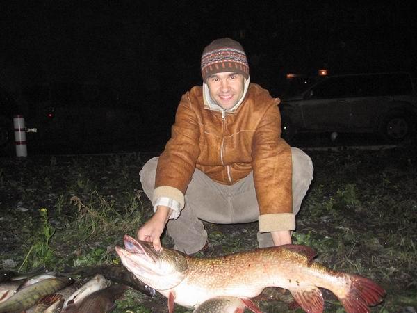 """Трофейная """"мамка"""" 10 кг, выловлена 4 ноября 2006 г. в р-не Обкомовских дач + много разной """"мелочи"""" :) типа судаков от кила до двух, жаб от кила до четырех"""