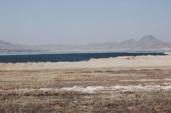 Поездка на Балхаш-апрель 2008г. Вот такое живописное озеро попалось по дороге.