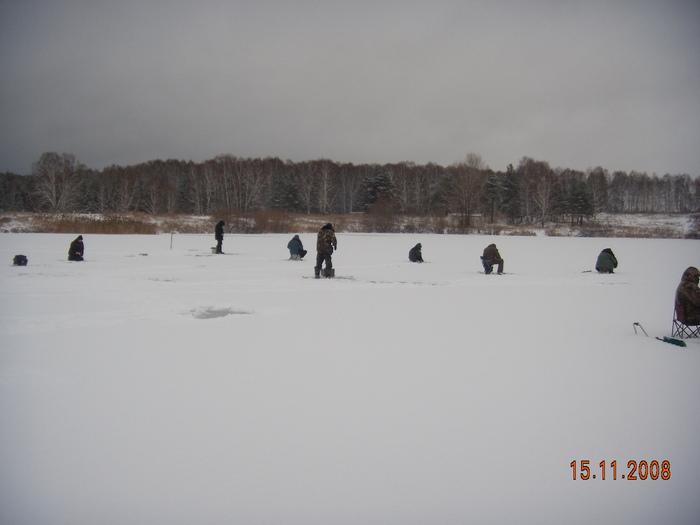 Озеро в раионе Пашино за свалкой. Лед 4-5см