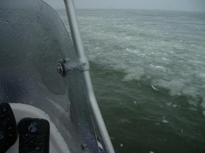 """наш """"ледокол"""" бороздит просторы Обского моря."""