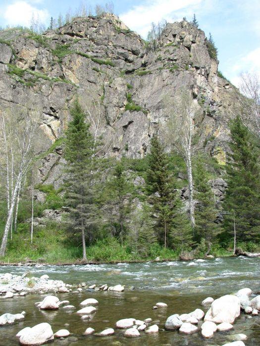Чистейшая вода и пока даже скалы без надписей !