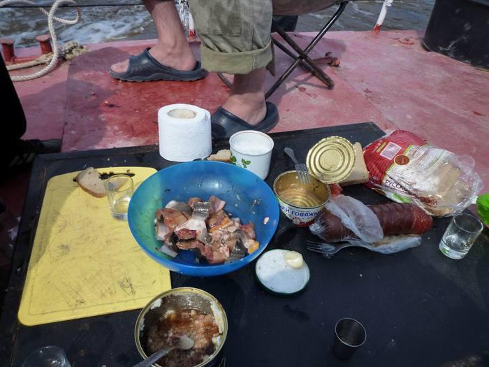 Тот, кто сказал, что самая вкусная рыба - это колбаса, не пробовал эту стерляжью чушь из синей миски