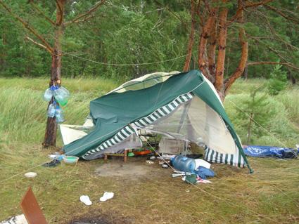 Отпуск на море. Последствия урагана. Останки нашего шатра. Вечер.