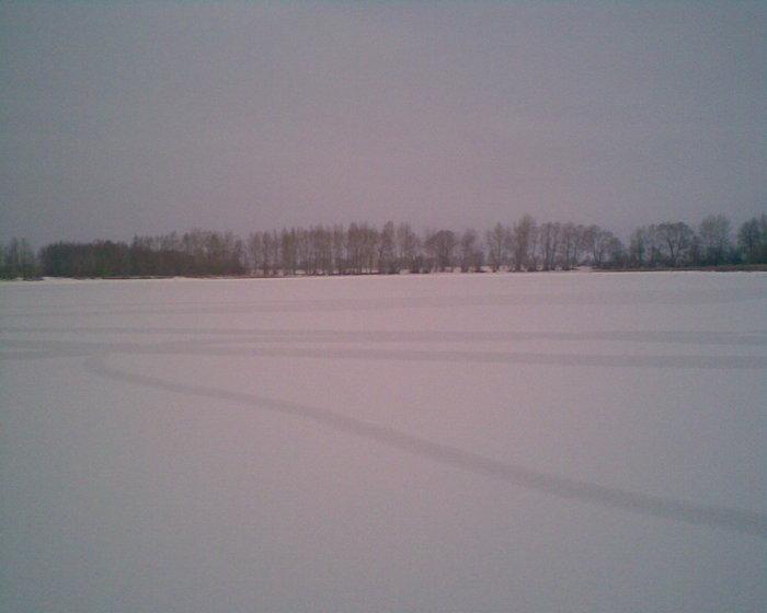Озеро на 3307км в зимнем одеянии