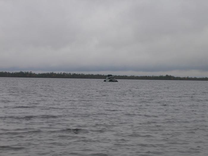Движок заглох прям в озере глубина 1,5 м