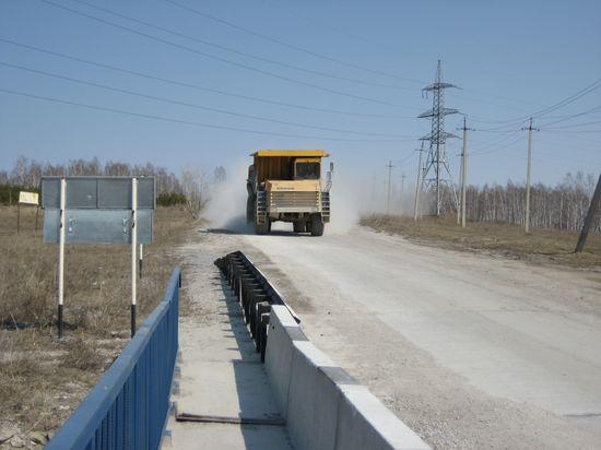 тяжёлая техника содрогает мост через шипуниху