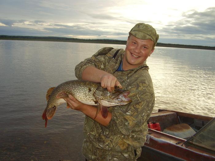 пол часа рыбалки пол мешка щуки на спиннинг, меньше трех киллограмм не одной не словил!