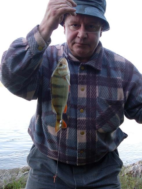 Мой папа и обской окунь-:) ))))