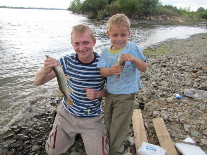 5 летний Артем поймал свою первую в жизни шуку, да еще и дуплетом с окунем!